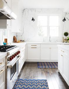 Style Boosts: Ideas for Upgrading a Simple Kitchen Sink Window, 2 sconces on either side of window Home Interior, Kitchen Interior, New Kitchen, Kitchen Decor, Kitchen Styling, Kitchen Ideas, Kitchen Sink Window, Kitchen Backsplash, Sweet Home