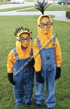 I want my nephews to dress up as minions for Halloween! Despicable Me costume. We already found our costume for this year but this is too cute not to share! Halloween Costumes Kids Homemade, Halloween Kostüm, Holidays Halloween, Halloween Recipe, Halloween Makeup, Women Halloween, Halloween Projects, Halloween Decorations, Halloween Minions
