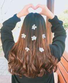 Find images and videos about girl, hair and korean on We Heart It - the app to get lost in what you love. Girls With Flowers, Flowers In Hair, Korean Girl, Asian Girl, Uzzlang Girl, Cute Poses, Girls Dpz, Tumblr Girls, Flower Dresses