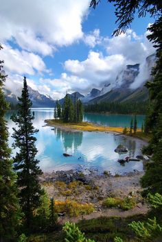 35 Breathtaking Lake Pictures for your Inspiration Maligne Lake, Jasper National Park, Alberta, Canada Lake Pictures, Nature Pictures, Outdoor Pictures, Places To Travel, Places To See, Beautiful World, Beautiful Places, Amazing Places, Landscape Photography