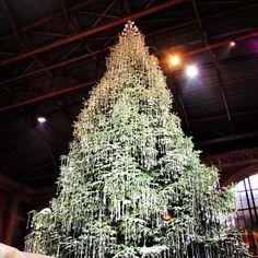 Swarovski Christmas tree at Zurich main station // Swarovski Weihnachtsbaum am Zürcher HB #zurichspots #zurich #christmas