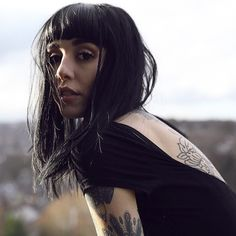 thedropdeadgirls: Hannah Snowdon for Jade Carney Hannah Snowdon Tattoo, Hannah Pixie Snowdon, Artists And Models, Vogue, Looking Gorgeous, Beautiful, Queen Hair, Cute Faces, Female Portrait