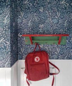 """Måleributiken i Alvik on Instagram: """"En av favoriterna vi har på lager är tapeten Nocturne från @borastapeter Ger ett lugnt intryck trots att tapeten är stormönstrad. Nocturne…"""" Nocturne, White Wood, Cozy House, Wall Tiles, Kids Bedroom, Illustrations, Snug, Pattern Design, Old Things"""