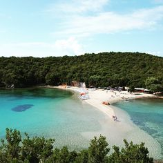 Bella Vraka Beach in Syvota, Thesprotia, Epirus - Greece. Places To Travel, Places To See, Santorini Villas, Myconos, Greek Islands, Greece Travel, Amazing Destinations, Nature Photos, Beautiful Beaches