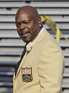 Former Dallas Cowboys great Emmitt Smith walks to the stage before enshrinement ceremonies at the Pro Football Hall of Fame in Canton, Ohio Saturday, Aug. 7, 2010. Smith joins Jerry Rice, John Randle, Floyd Little, Dick LeBeau, Rickey Jackson and Russ Grimm in the 2010 class. (AP Photo/Mark Duncan)