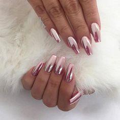 różowe metaliczne paznokcie
