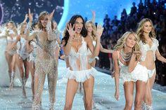 Модели Victoria's Secret передаривают подарки на Рождество - http://spletnitv.ru/modeli-victorias-secret-peredarivayut-podarki-na-rozhdestvo/