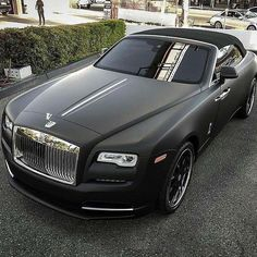 Rolls Royce Is One Of The Most Luxurious Car Ever Been Produced. Here Are The 10 Super Astonishing Rolls Royce Matte Photos Rolls Royce Cars, Rolls Royce Black, Rolls Royce Wraith Black, Bmw Classic Cars, Expensive Cars, Amazing Cars, Sport Cars, Mafia, Custom Cars