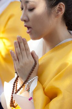 Korean buddhist woman praying - Bodh Gaya - Buddha's Enlightenment ...