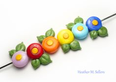 Daisies by Heather Sellers. #lampwork #flamework #glass #beads #heathersellers #daisy #flower