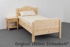 Zirbenbett metallfrei und mit unbehandelter Naturoberfläche meisterhaft verarbeitet vom Zirbenmeister Leonhard Steiner
