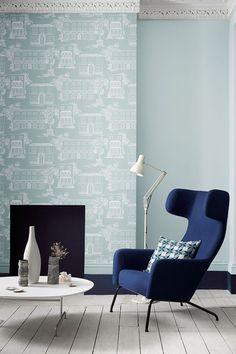 Entre papier peint bleu et peinture assortie, la couleur bleue impose son style dans le salon : les nouveaux bleus de Little Greene - CôtéMaison.fr
