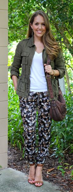 Todays Everyday Fashion: The Pajama Trend - Adultish Shirt - Ideas of Adultish Shirt - Military jacket outfit with my urban outfitters pants and white t-shirt. Fashion Pants, Fashion Outfits, Womens Fashion, Military Jacket Outfits, Outfits Pantalon Negro, Js Everyday Fashion, Friday Outfit, Floral Pants, Fall Winter Outfits