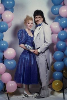 35 Ridiculous Prom Photos - for the Christmas party? Vintage Prom, Mode Vintage, Vintage Style, Prom Photos, Prom Pictures, Dance Photos, Funny Pictures, 90s Prom, 80s Prom Dresses