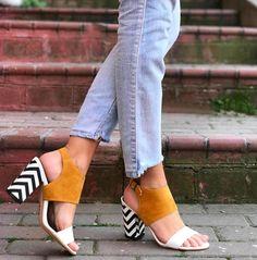 Mio Viva Hardal Renk Siyah-Beyaz Zigzag Desenli Topuklu Sandalet  WhatsApp Bilgi & Sipariş : 0 (541) 2244 541  www.shoemodam.com