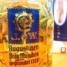 What a view... 😉 #beerme #wiesn #oktoberfest #beer #augustiner #augustinerbräu #münchen #munich