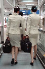 World stewardess Crews: Passengers like to capture behind the crew Airline Uniforms, Korean Air, Asian Babies, Cabin Crew, Office Ladies, Flight Attendant, Ao Dai, Skirt Suit, Dresses For Work