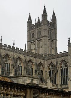How to spend 2 days in Bath with this Bath itinerary. Visit the Roman Baths and see Bath Abbey.