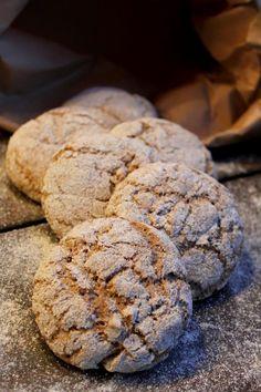 Kakkuviikarin vispailuja!: Ruisleipäset Rye Bread Recipes, Bread Board, Good Food, Favorite Recipes, Vegan, Cookies, Chocolate, Desserts, Northern Soul