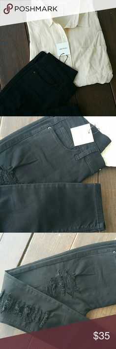 """Black ripped skiny jeans Amazing quality, soft like gloves,  90% cotton  8.5% polyester  1.5% spandex  Waist 28 Inseam 12 37"""" length This pair is size 1 Pants Skinny"""