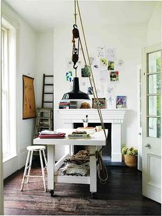 Home Office Inspiration. A good ol' functional home office serves as the best motivation for a chilly Monday. Workspace Inspiration, Decoration Inspiration, Interior Inspiration, Design Inspiration, Design Ideas, Estilo Interior, Home Office Space, Office Spaces, Deco Design