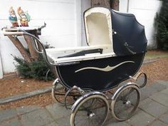 leuke oude kinderwagen Pram Stroller, Baby Strollers, Vintage Pram, Prams And Pushchairs, Baby Buggy, Baby Prams, Baby Carriage, Kids And Parenting, Shabby Chic