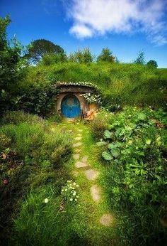 The ever cosyt Hobbit house in New Zealand! For those wanting the Middle Earth experience this April. Seek it out (and you may just stumble across 'the ring to rule them all' whilst you're at it!) | @Scribd Fans #BookNook #LOTR