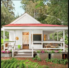 The tiny house movement isn't necessarily about sacrifice. Check out these small house pictures and plans that maximize both function and style! These best tiny homes are just as functional as they are adorable. Tiny House Movement, Cabins And Cottages, Beach Cottages, Small Cabins, Log Cabins, Modern Cabins, Country Cottages, Country Houses, Tiny House Living