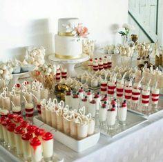 Mesa de postres exquisitamente deliciosas...!!!