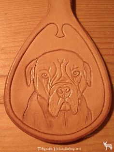 Making a leather keychain with a stunning dog, Candy, on it!! All handmade and handtooled by Jeweleeches Vivian Hebing! Do you want to see more of my work, you can find me on Facebook, Youtube and Etsy too! On Youtube you can see my tutorial video's! https://www.youtube.com/channel/UCaFFog0cL9EV5ITUjTO_0hw