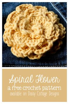 This simple flower crochet pattern from Daisy Cottage Designs is beautiful and easy. Crochet one in under 30 minutes for a beautiful pin or hair clip. •✿• Teresa Restegui http://www.pinterest.com/teretegui/ •✿•