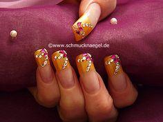 Uña francesa con bouillons y piedras strass - Nail Art Motivo 120 http://www.schmucknaegel.de/