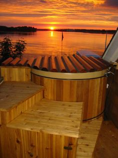 Great Northern Hot Tubs manufacturers of Traditional Round Wooden Cedar and Redwood Hot Tubs. Outdoor Tub, Outdoor Decor, Pools For Small Yards, Japanese Bathroom, Hot Tub Cover, Backyard Layout, Stock Tank Pool, Spa, Plunge Pool