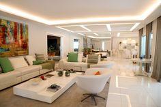 Sala de estar | bem decorada| branca | all white | com espelho | iluminada |