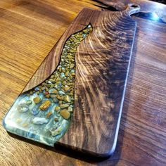 Amazing epoxy resin table types and how to make it step by step, stylish designs of the epoxy table for an unusual interior, top tips to make an epoxy resin table Diy Resin Art, Diy Resin Crafts, Wood Crafts, Resin And Wood Diy, Diy Wood, Epoxy Wood Table, Epoxy Resin Wood, Rustic Outdoor Decor, Wood Table Design