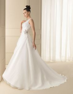 136 INFA | Wedding Dresses | 2012 Collection | Luna Novias