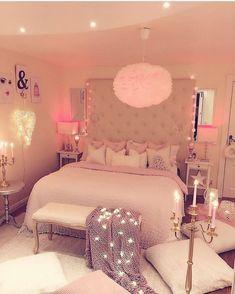 Cool 31 Comfy Pink Bedroom Design Ideas For Kids To Copy Asap. Cute Bedroom Ideas, Room Ideas Bedroom, Cozy Bedroom, Pretty Bedroom, Bedroom Bed, Shabby Bedroom, Shabby Cottage, Master Bedroom, Shabby Chic