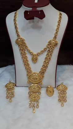 Gold Wedding Jewelry, Bridal Jewelry, Gold Jewelry, Gold Necklace, Gold Earrings Designs, Necklace Designs, Bridal Jewellery Inspiration, Arabic Jewelry, Desi Wedding Dresses