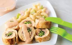 Pechugas rellenas de brócoli y salsa de quesos Cantaloupe, Chicken Recipes, Deserts, Tacos, Healthy Recipes, Healthy Food, Meat, Fruit, Cooking