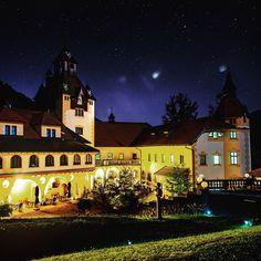 The darkest nights in Austria #SchlossHotelKassegg #StGallen #Gesäuse #gibtkraft #Schloss #Hotel #Kassegg #Phyrn #Eisenwurzen #PhyrnEisenwurzen #NationalPark #Nightshot #Stars #Night Stars Night, St Gallen, Das Hotel, Mansions, House Styles, Instagram Posts, Wedding, National Forest, Valentines Day Weddings