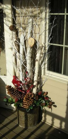 Make an adorable DIY Christmas decoration with logs and lights that will decorate any . - A Christmas decoration that can decorate any corner of the house. From the fireplace into the open - Christmas Planters, Christmas Porch, Outdoor Christmas Decorations, Country Christmas, Winter Christmas, Christmas Holidays, Christmas Wreaths, Christmas Crafts, Christmas Christmas