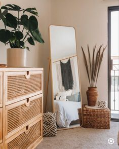 We're officially California residents and can't wait to finally give you our LA apartment tour! Room Makeover, Room Ideas Bedroom, Interior, Bedroom Makeover, Bedroom Inspiration Boho, Room Inspiration, Bedroom Inspirations, Room Decor, Room Decor Bedroom