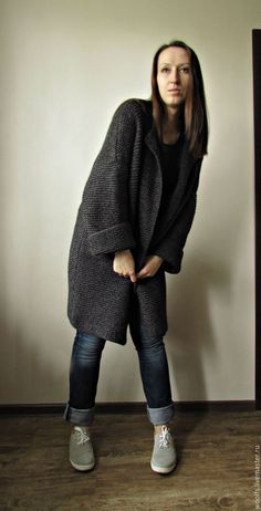 Купить или заказать Пальто вязаное 'Ishii' , вязаный кардиган купить в интернет-магазине на Ярмарке Мастеров. Стильное , графичное и лаконичное oversize пальто 'Ishii' . Выполнено из натуральных материалов. Теплое и комфортное, подходит как к джинсам, так и к мини-платьям) Рукава можно подвернуть или носить удлиненными.