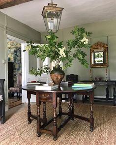 Antique Chic Antiques Foyerdecorating Foyerdesign Traditionalhouse Carlos Sanchez Vase Fleur