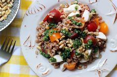 This whole grain Farro Caprese Salad is perfect for summer picnics and barbecues--and it's a great work lunch too!