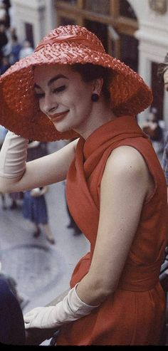 Dior in Moscow 1958 Women's vintage 50s designer fashion photography photo image photograph picture ad