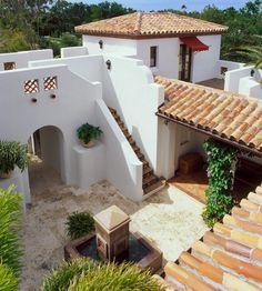 Spanish style homes – Mediterranean Home Decor Hacienda Style Homes, Mediterranean Style Homes, Spanish Style Homes, Spanish Courtyard, Courtyard House, Spanish Bungalow, Spanish House, Spanish Tile, Br House