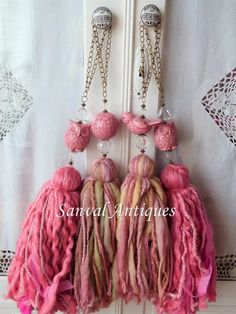 Diy Tassel, Tassel Jewelry, Tassels, Hanging Crystals, Tassel Keychain, Yarn Crafts, Crafts To Sell, Diy Gifts, Crochet Projects