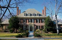 Unlike many planned subdivisions, Guilford—northeast Baltimore's deeply coveted residential oasis—did not spring into being with a single impetuous leap. English House, Spanish House, Southern Mansions, Georgian Architecture, Architecture Design, Classic House Design, House Journal, Georgian Homes, Interesting Buildings