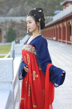 "Chinese national costume, ""Han Fu"" Oriental Fashion, Asian Fashion, Geisha Costume, Chinese Clothing, Fashion History, Traditional Outfits, Asian Beauty, Cosmopolitan Magazine, Cosplay"